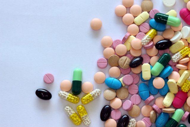 iferent Tablets mix heap drugs pills capsules