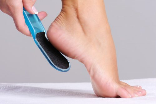 Peeling feet: scrub